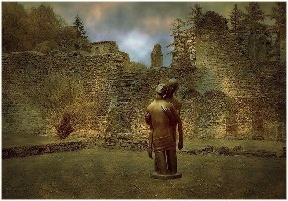 """Abbaye d'Orval (Belgique) / Sculpture """"la compassion"""""""