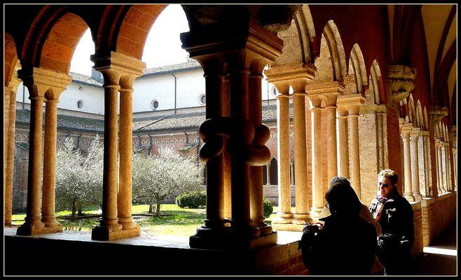 Abbazia di Chiaravalle..particolare del chiostro 1