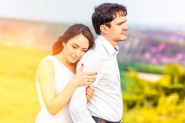 Abbracciando lo sposo
