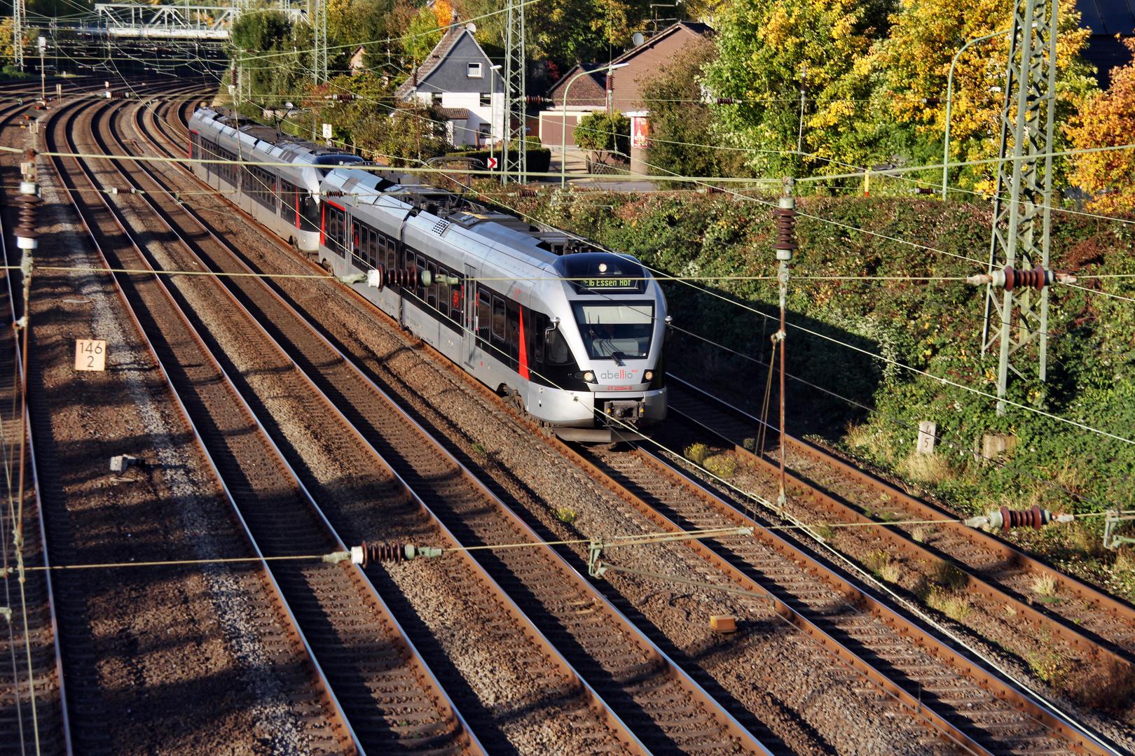 Abellio in Hohenlimburg Richtung Essen durchfährt am 15.10.2012 Hagen Hengstey Richtung Hagen HBF
