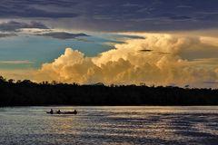 Abend auf dem Rio Negro zwischen Venezuela & Kolumbien