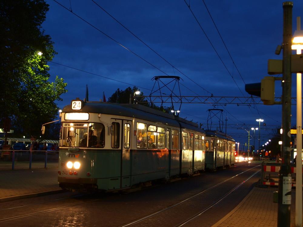 Abend für die Düwag-Tw in Heidelberg