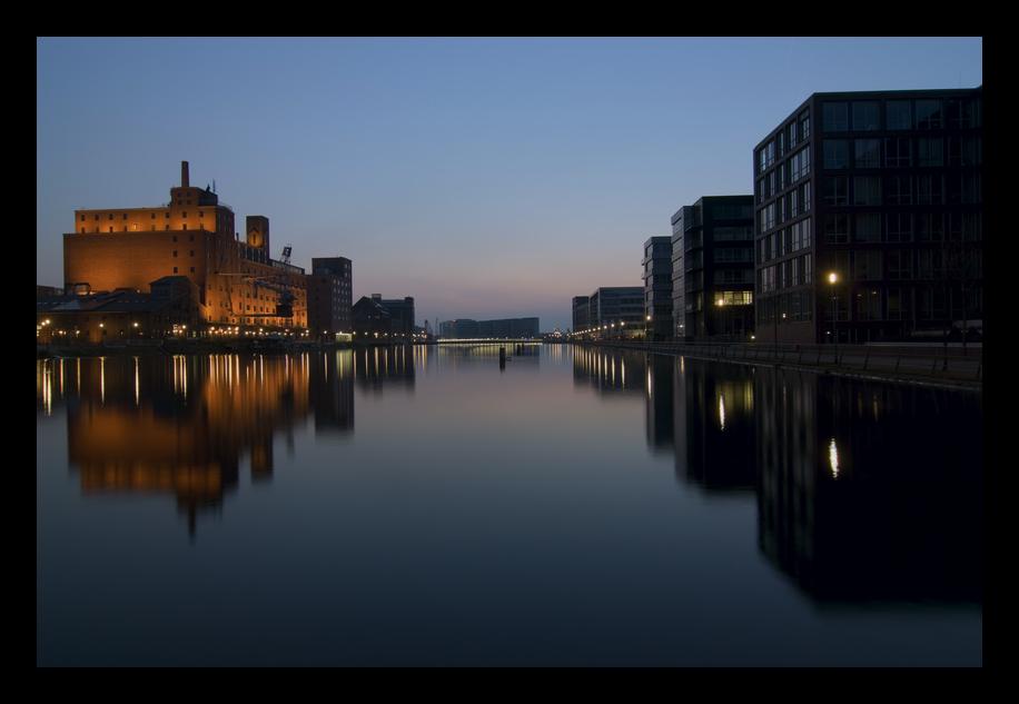 Abend im Duisburger Innenhafen