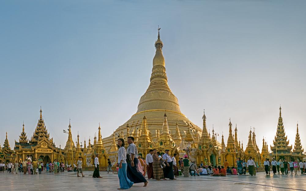 Abend in der Shwe Dagon