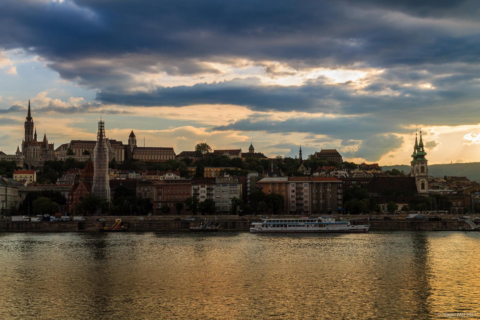 Abendämmerung in Budapest