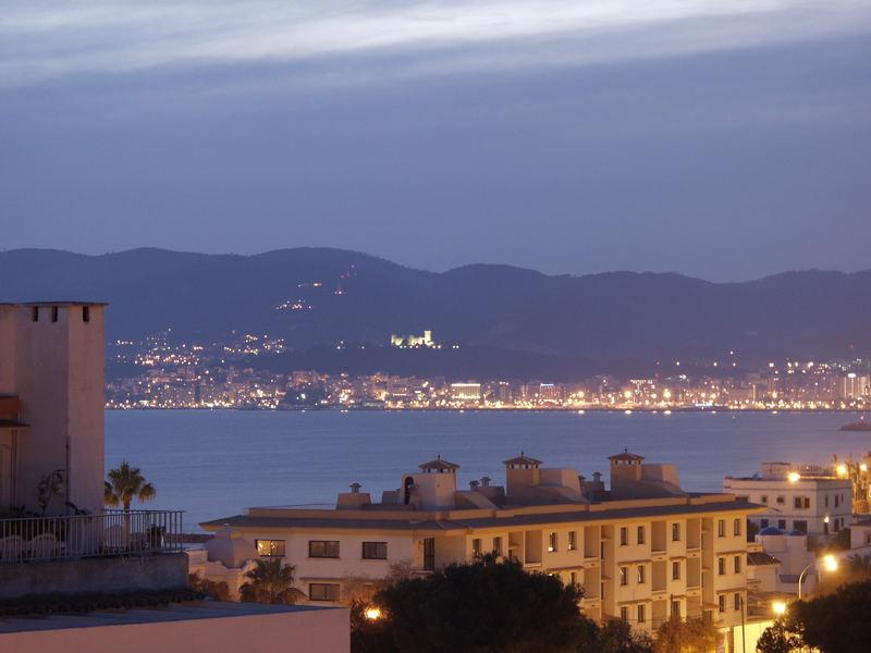 Abenddämerung über der Bucht von Palma