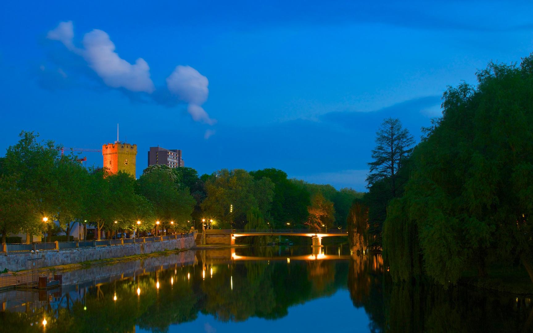 Abenddämmerung am Neckar
