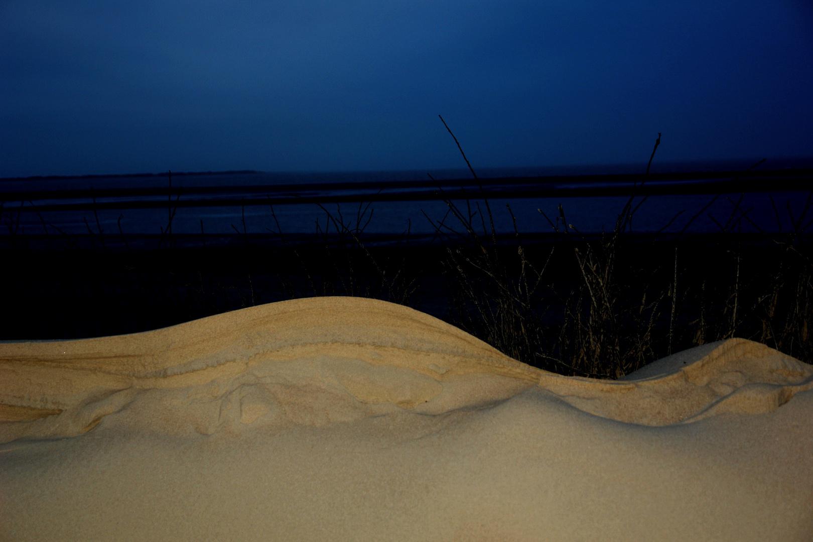 Abenddämmerung hinter dem Sand