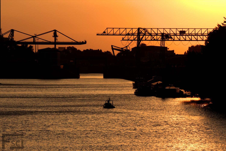 Abenddämmerung im Hafen