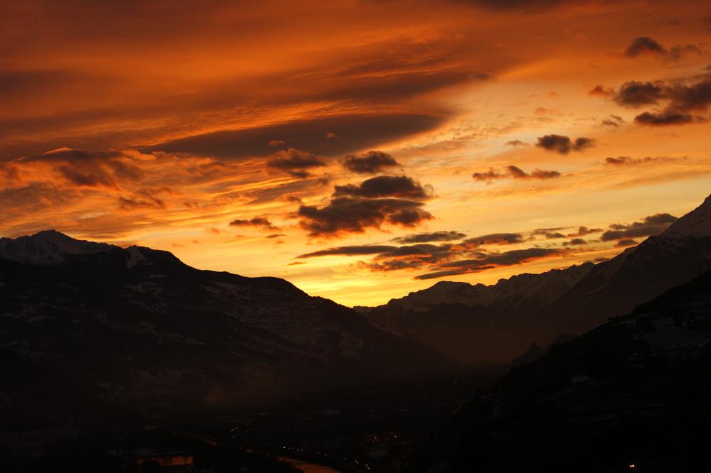 Abenddämmerung im Wallis, von einem Balkon in Ollon fotografiert!
