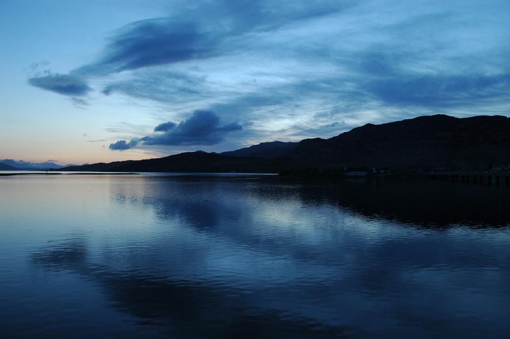 Abenddämmerung in Dornie, West-Highlands