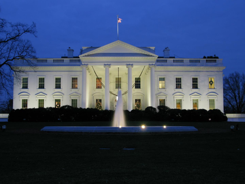Abenddämmerung über dem Weißen Haus
