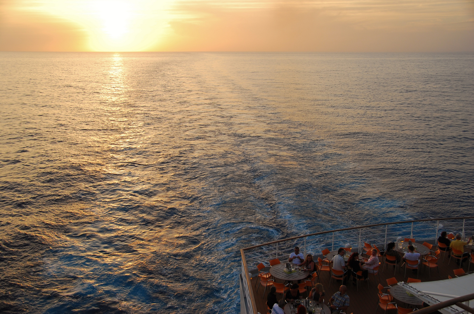 Abendessen beim Sonnenuntergang