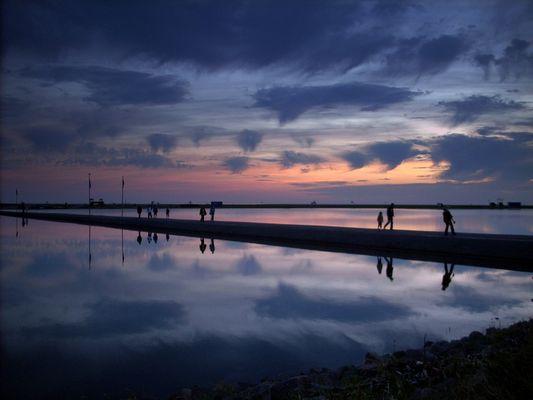 Abendhimmel über Wasser