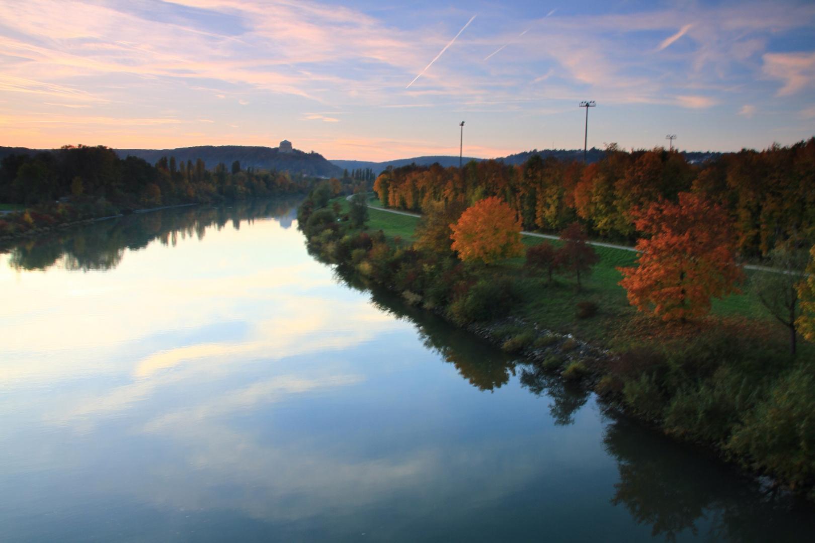 Abendliche Herbststimmung am Kanal Kelheim