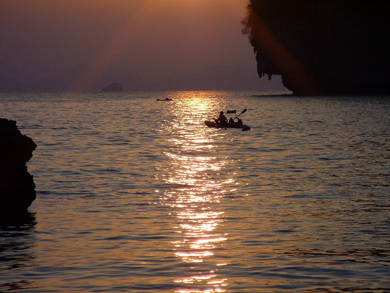 Abendliche Kajaktour in der Ray Ley Bucht bei Krabi