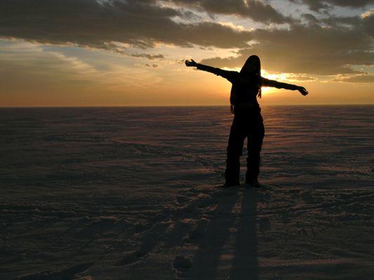Abendliche Wintersonne über dem Eis