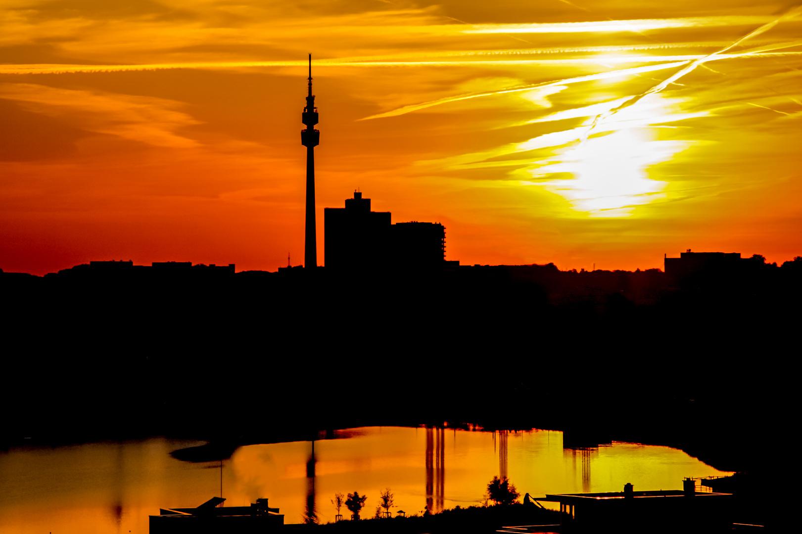Abendlicher Blick über den Phoenix-See in Dortmund
