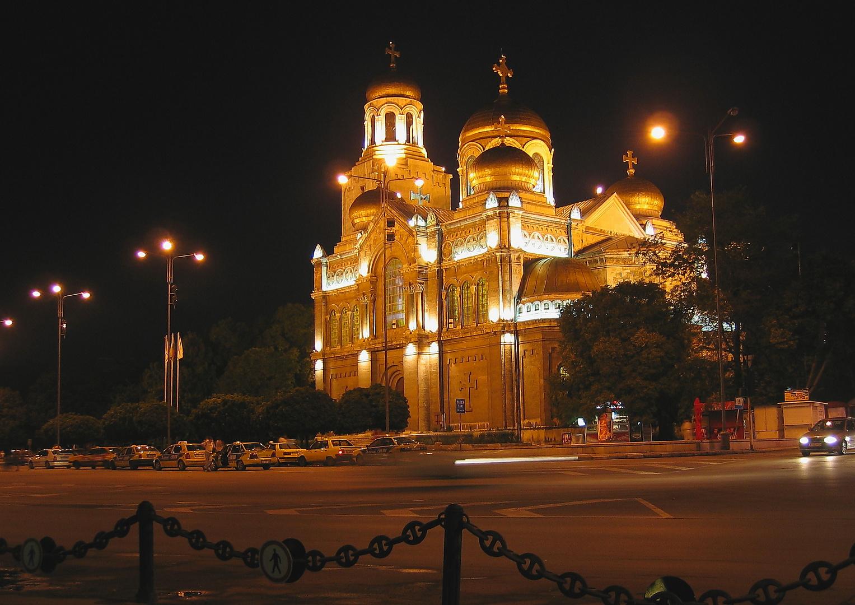 Abendlicher Kirchenbesuch in Bulgarien