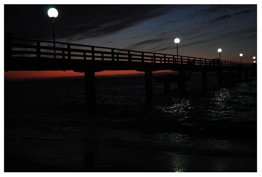 Abendrot hinter der Seebrücke