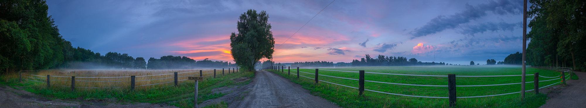 Abendrot und Nebel am Goldnebelhof; Oberhavel