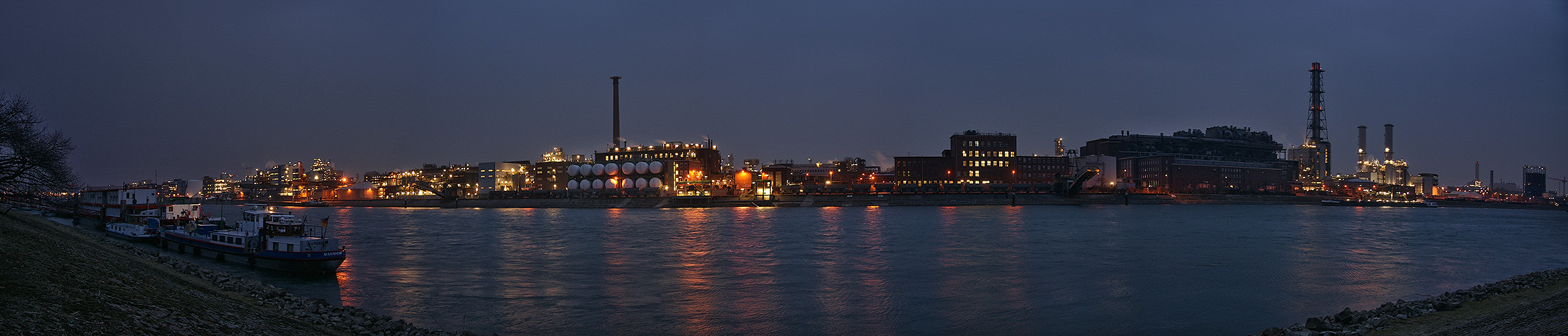 Abends am Rhein