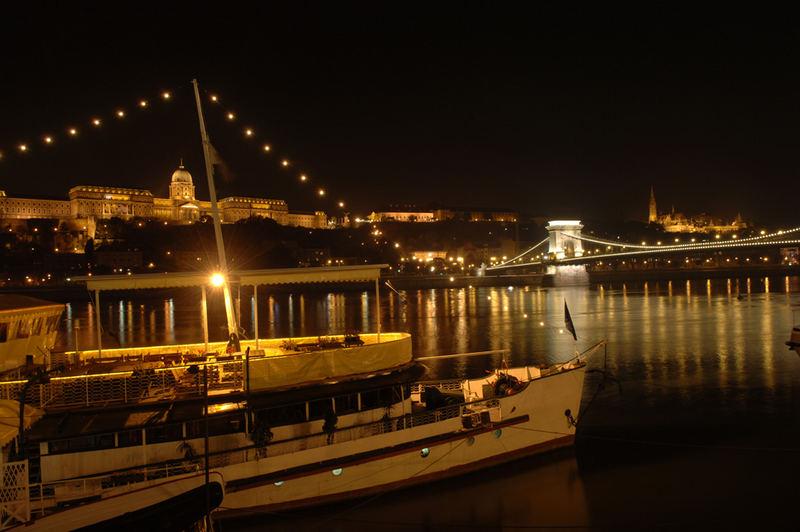 Abends an der Donau