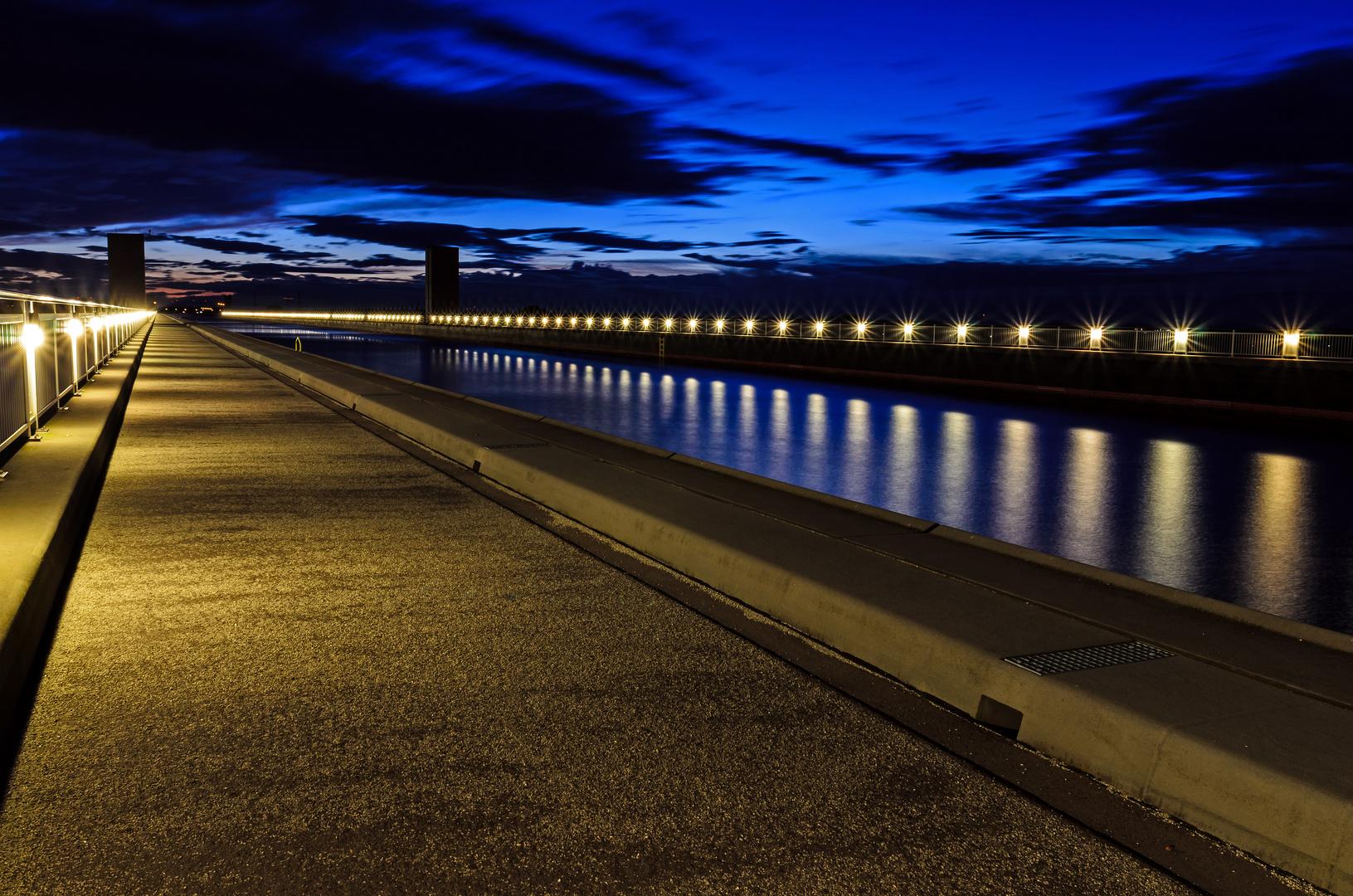 Abends an der Trogbrücke bei Magdeburg