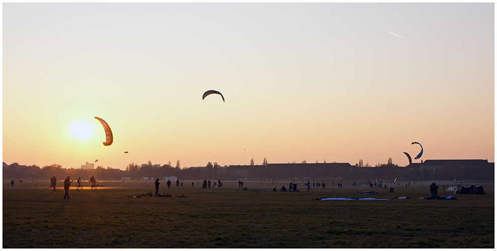 Abends auf dem TempelhoferFeld