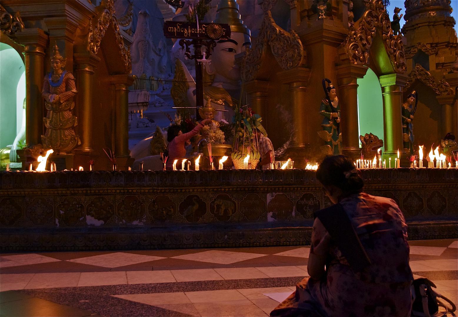 abends bei der shwedagon pagode