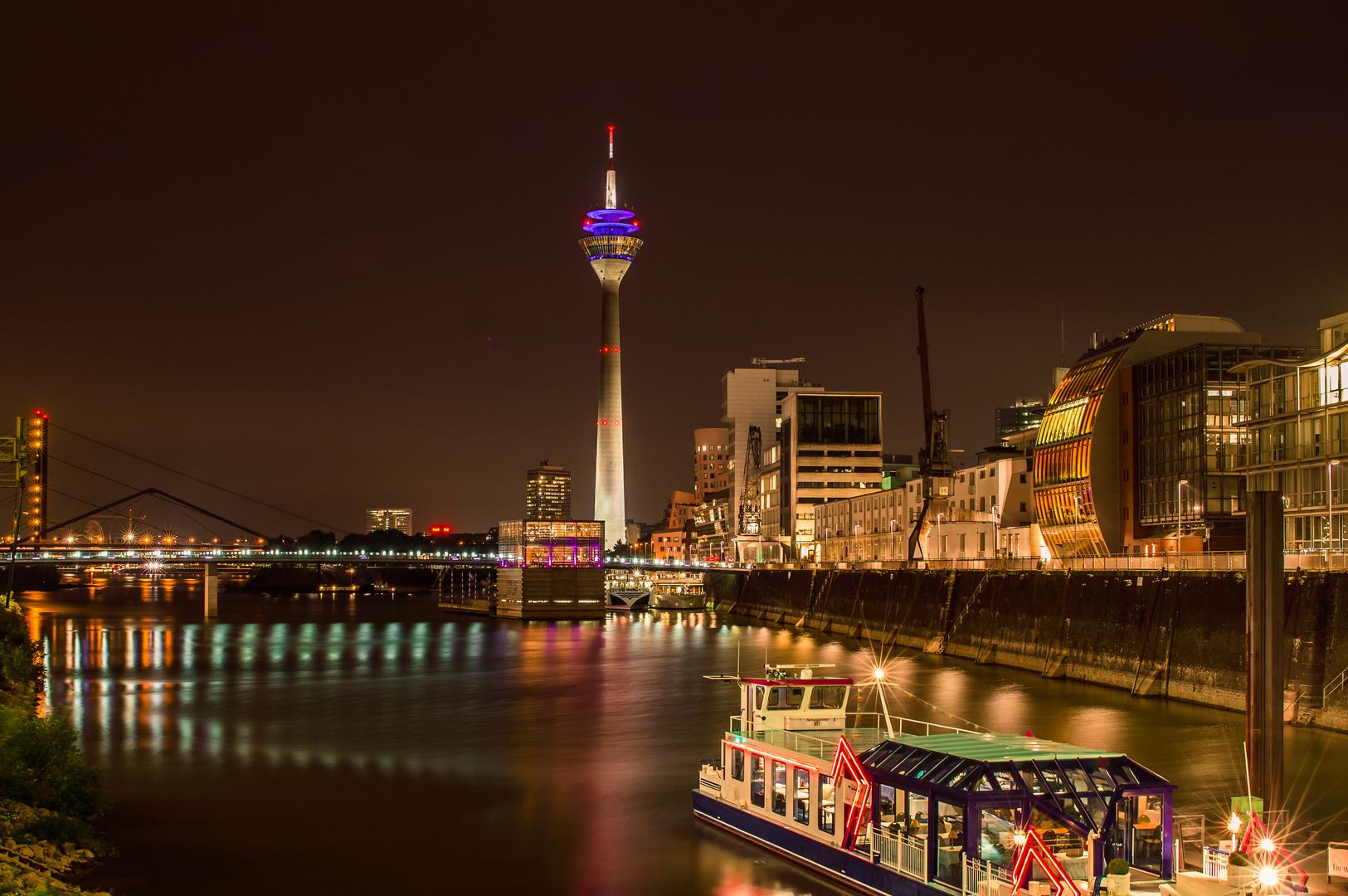 Abends im Medien Hafen Düsseldorf