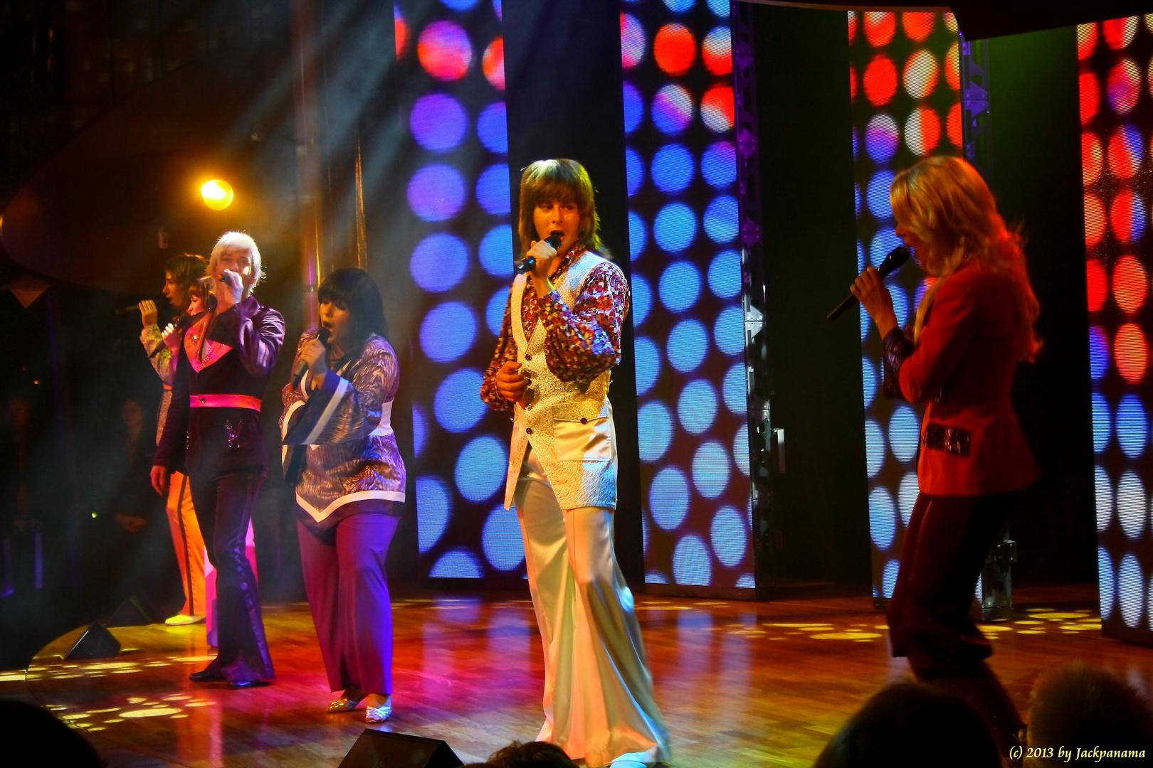 Abendshow der Animateure auf der AIDAblu (ABBA)