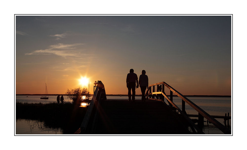Abendspaziergang der Sonne entgegen