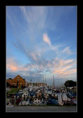 Abendstimmung am Hafen von Ort