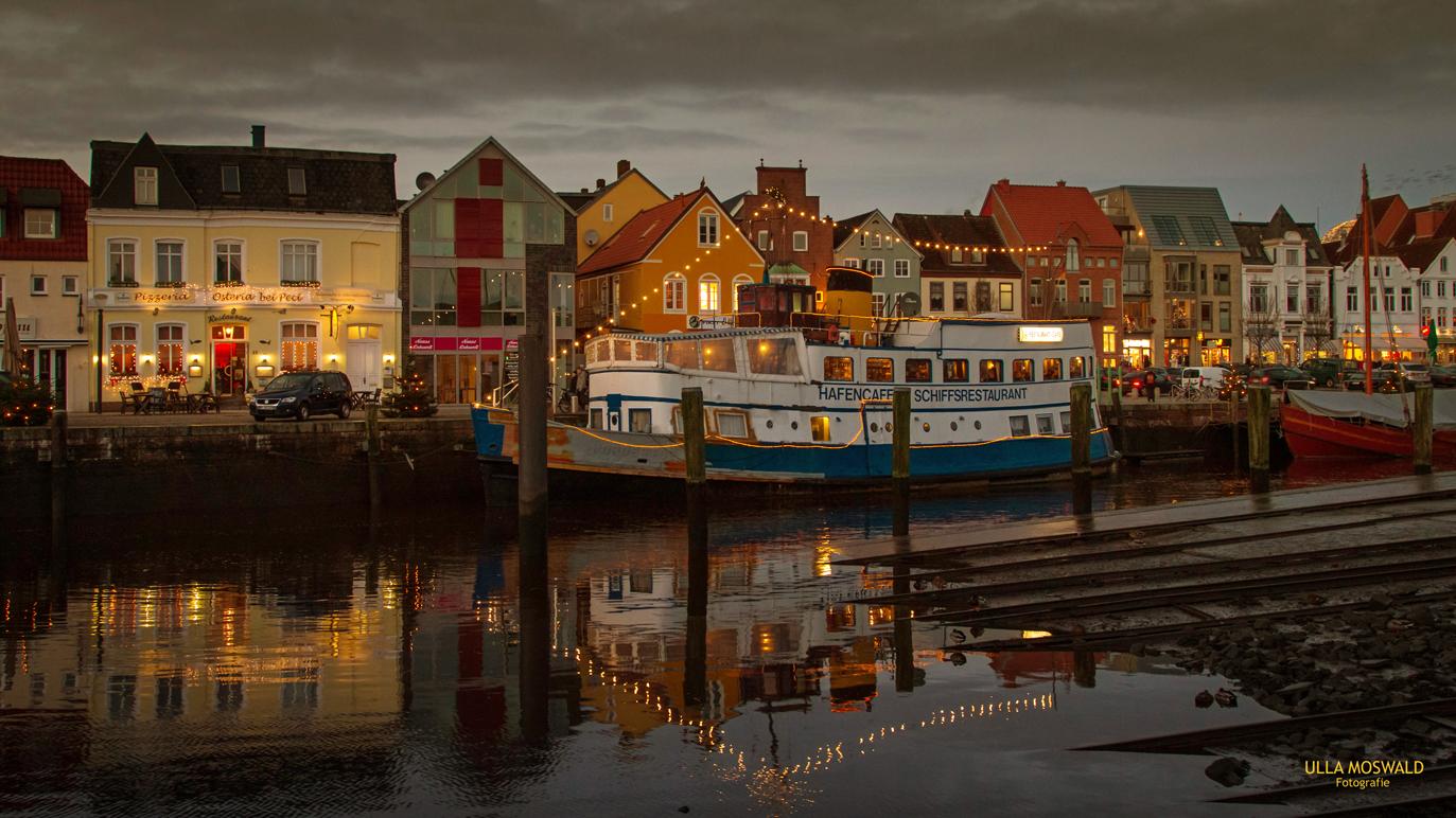 ...Abendstimmung am Husumer Hafen...