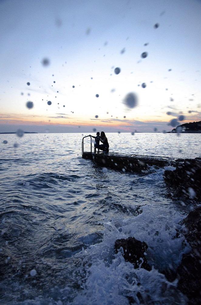 Abendstimmung am Meer mit Frau und Kind
