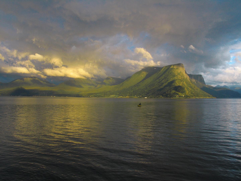 Abendstimmung am norwegischen Fjord