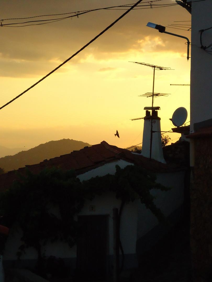 Abendstimmung in einem portugiesischen Dorf