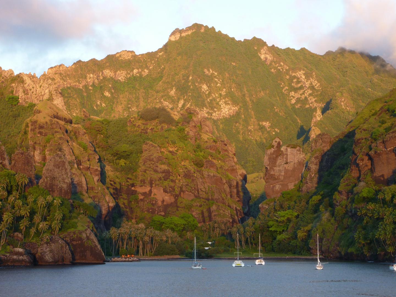 Abendstimmung in einer Bucht, Marquesas-Insel