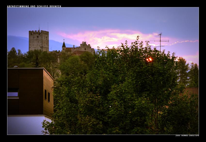 Abendstimmung und Schloss Bruneck