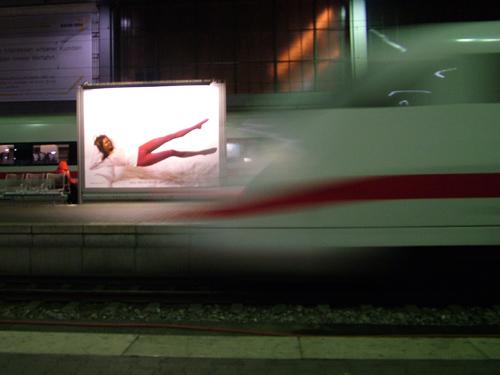 Abfahrender ICE am HBF München 26.11.06