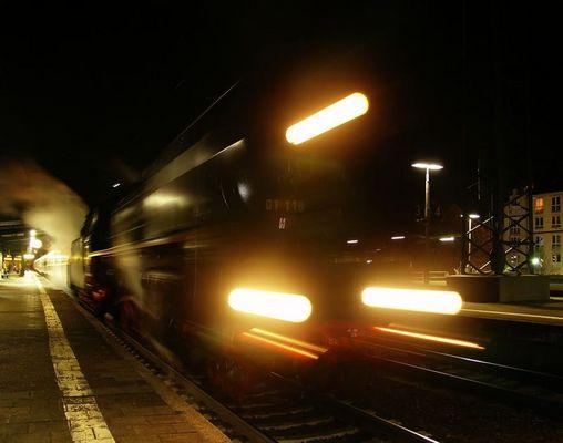 Abfahrt der 01 118 in Offenbach