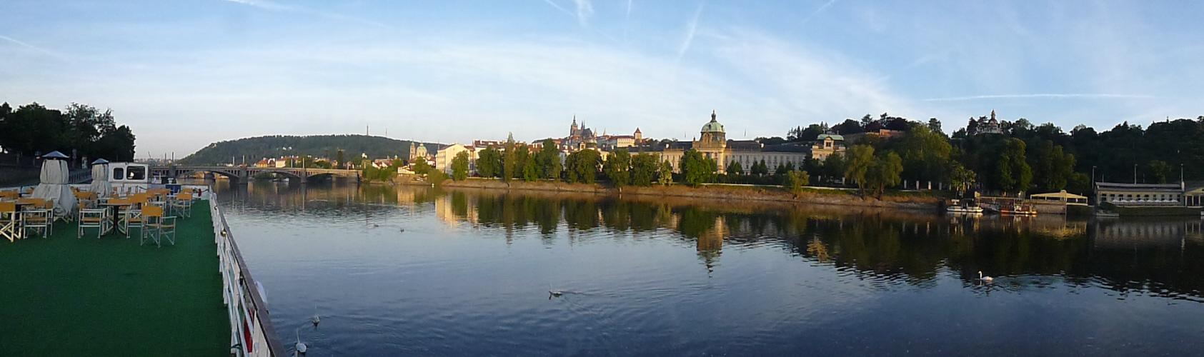 Abfahrt von Prag bei Sonnenschein