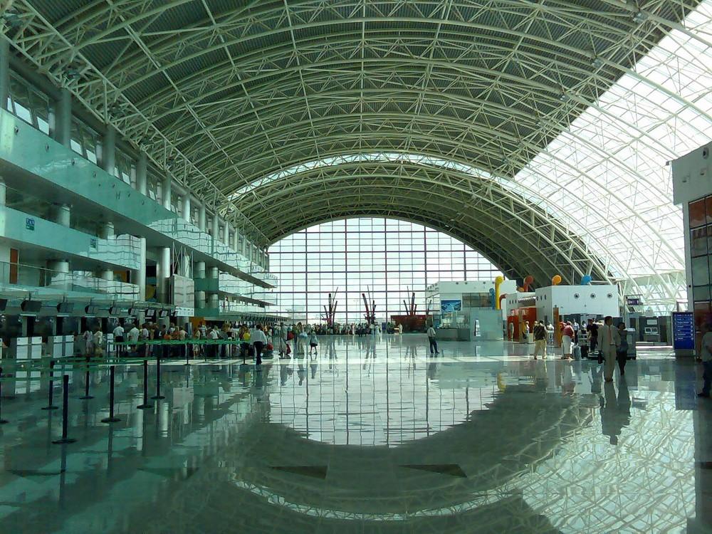 Abflughalle am Flughafen Izmir