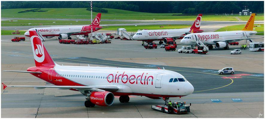 abgefertigt  A-320 - Hamburg Airport
