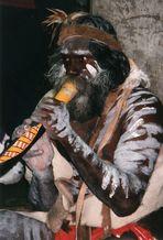 Aboriginal mit Didgeridoo