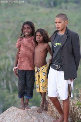 Aborigines Kinder beim Posing für eine andere Kamera :-)