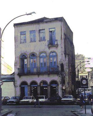 ABREISSEN oder STEHENLASSEN - Antiquariat in Rio