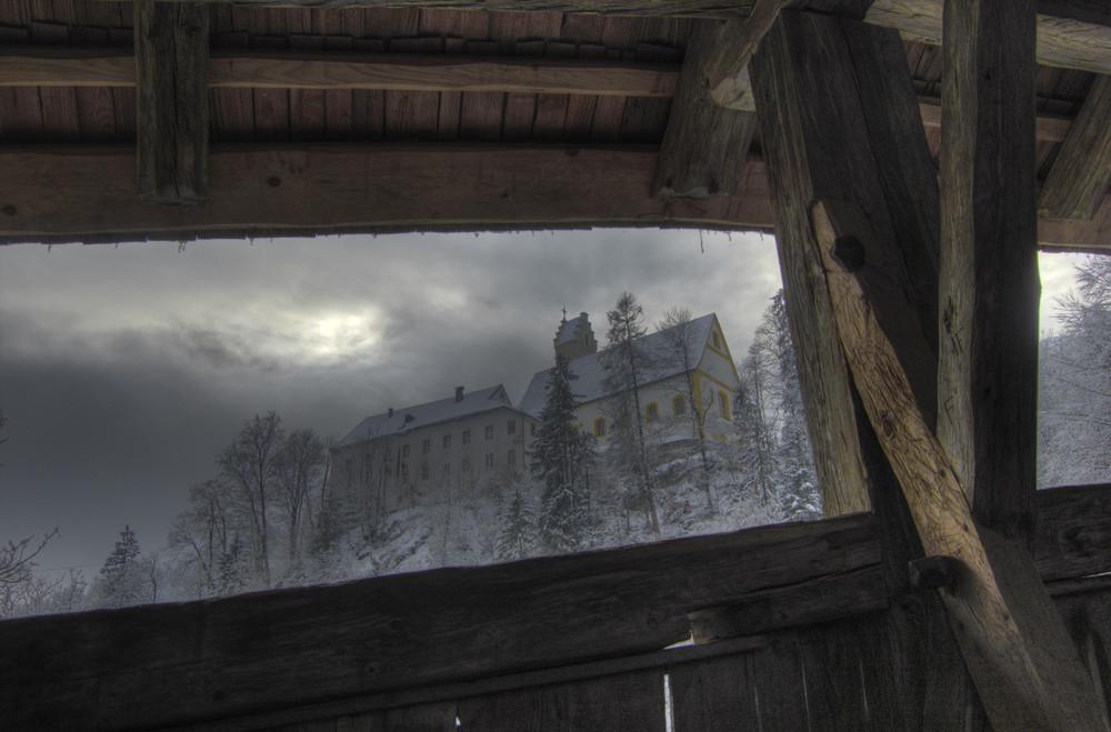 Abtei St. Georgenberg vom Brückenportal aus
