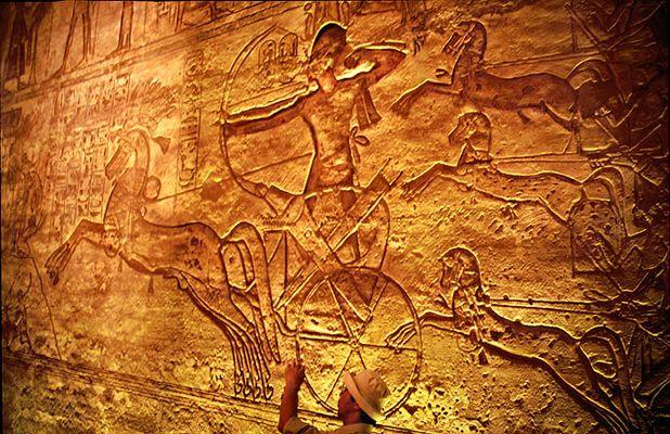 Abu Simbel - Ramses auf dem Streitwagen